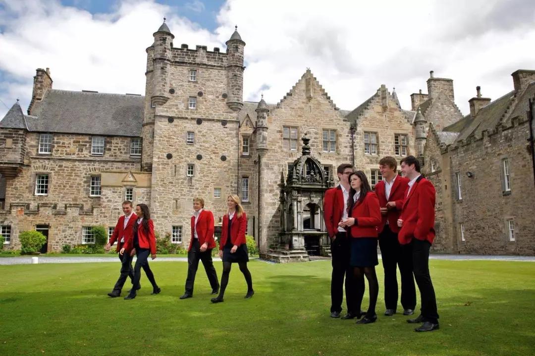了解英国中学教育体系,再考虑何时去英国留学