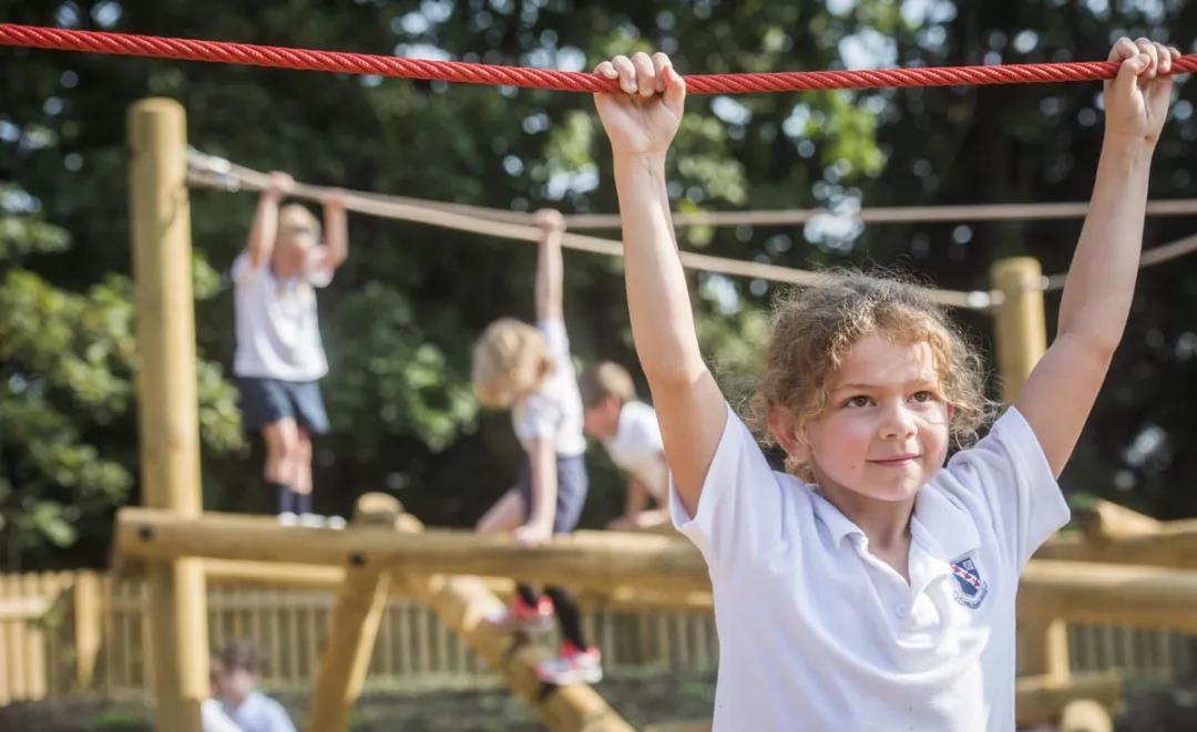 去英国读中小学的港籍学生暴增,英国私校招生官压力大
