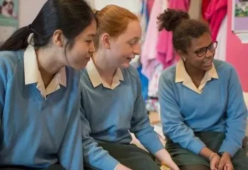 去英国私立寄宿学校读书,就不需要监护人吗?