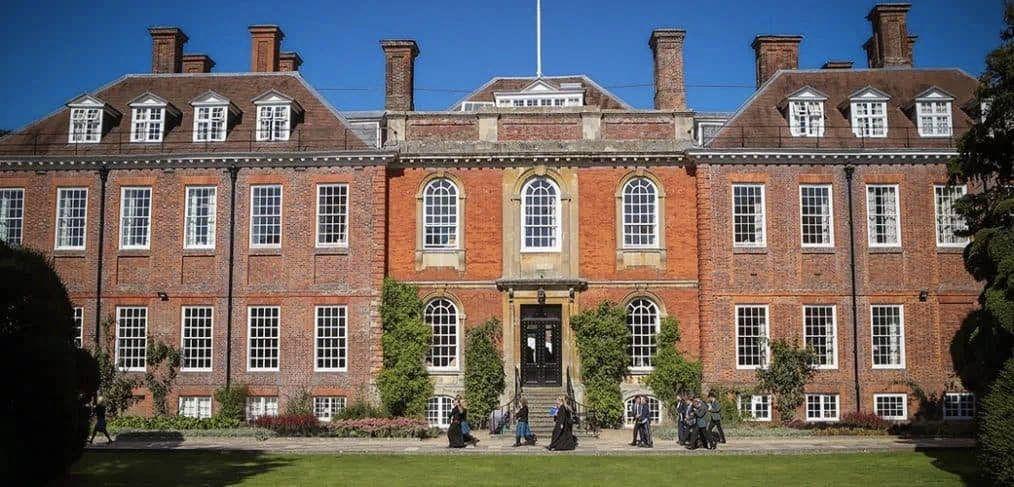 英国低龄留学成功案例,英国顶尖私校的offer莫尔堡公学