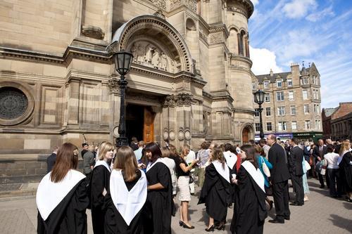 国际学校与英国低龄留学该如何选择?