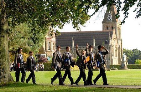 英国低龄留学如何选择合适的学校?